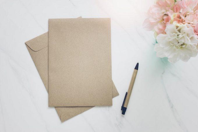 封筒で案内状や重要書類を送る際のマナー「封緘」とは?
